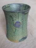 grüner Becher mit kleiner Spirale, 10,5 x 8,6cm, 14 Euro
