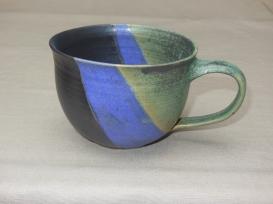 bauchige Tasse, grün/violett/schwarz, 8x11,5cm, 15 Euro