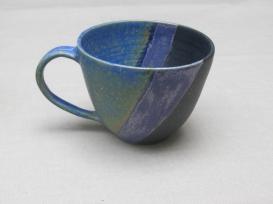 Tasse blau/violett/schwarz, 8,5x11cm, 15 Euro