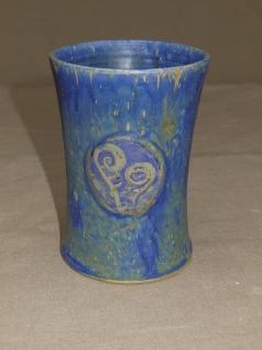 blauer Becher mit Ranken, 10x7,5cm, 12 Euro
