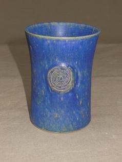blauer Becher, große Spirale,